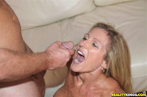 Blindfold Makes Reality Hot For Fucking Milf In Stockings