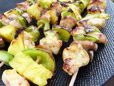 cuisiner l ananas brochettes de poulet à l 39 ananas qui aime cuisiner aime