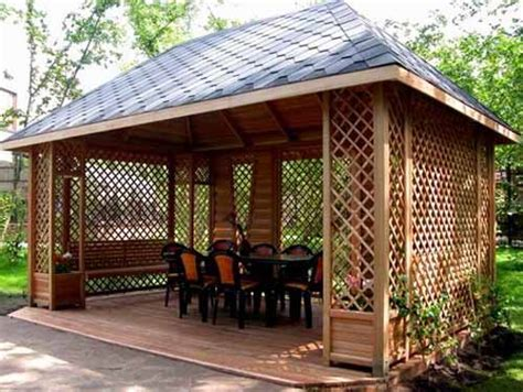 gazebo ruang relaksasi  halaman belakang rumah rumah