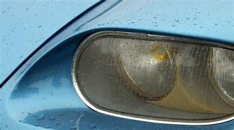 nettoyer siege voiture bicarbonate nettoyer facilement les phares de sa voiture grâce au