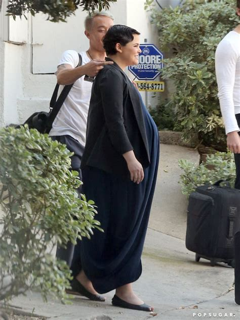 Ginnifer showed off her baby bump before heading into the ...