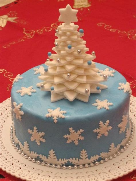 easy classy christmas tree from fondant blue white with tree on top and using fondant covering cake cake
