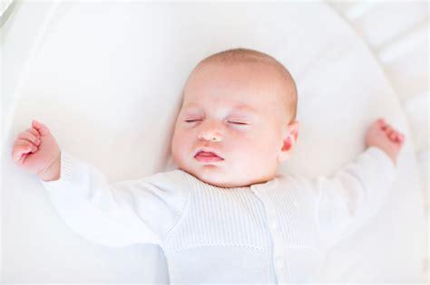 posizione neonato neonati qual 232 la posizione corretta per dormire tutto