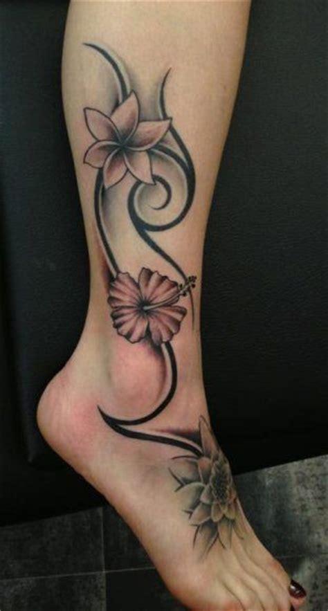 tatouage sur la cheville et le pied de dessin tribal maori pour les femmes tatouage tatouage