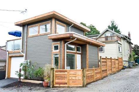 vancouver couple build  square foot tiny house