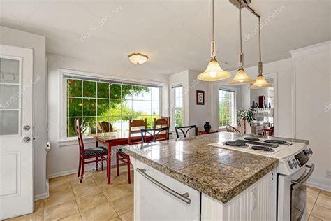 interior blanco brillante moderna cocina  isla
