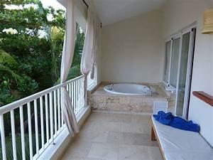 quotwhirlpool auf dem balkonquot hotel the royal suites turquesa With katzennetz balkon mit whirlpool garden
