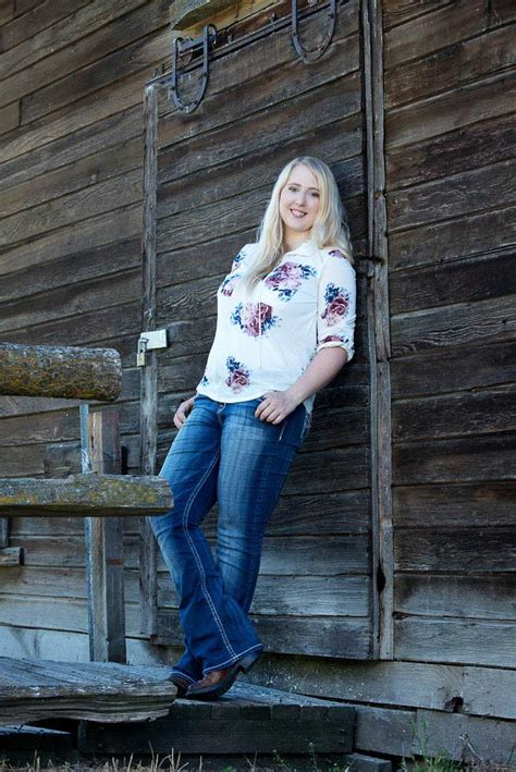 hannahs country girl senior picture photonuvo