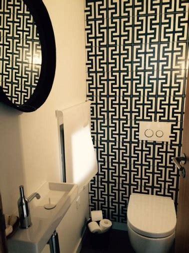 d 233 co wc avec des carreaux de ciment noir et blanc