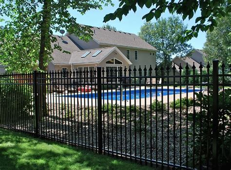 Backyard Fence Options by Backyard Fencing Ideas Landscaping Network