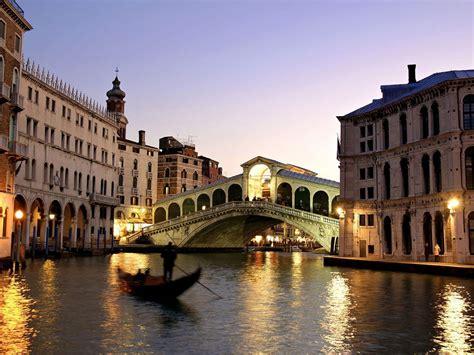 Wiinndaaa Rialto Bridge Grand Canal Venice Italy
