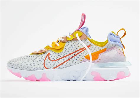 Retrouvez notre review de la nike d/ms/x react vision 'desert oasis' light bone terra blush blue, une version multicolore pour. Nike React Vision Saffron CI7523-003 Release Date ...