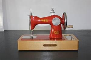 Petite Machine À Coudre : petite machine a coudre vintage deco catawiki ~ Melissatoandfro.com Idées de Décoration