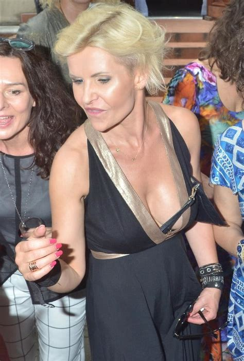 Polish Milf Joanna Racewicz Wearing Wristwatch 22 Pics