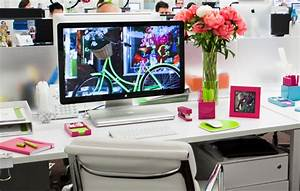 Office design ideas traditional vs modern office decor for Office desk decoration ideas