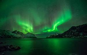 Aurora Borealis Northern Lights Lake Reflection Stars ...