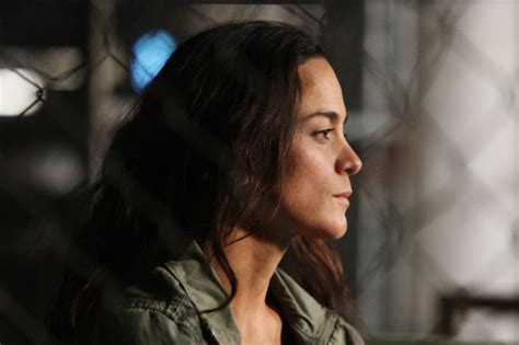 Queen of the South Episode 10 Recap: Mad Grandpas and Bad ...