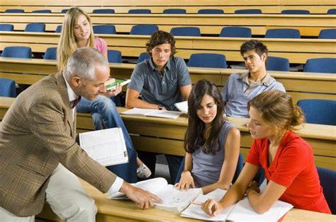 majoring  communications  education