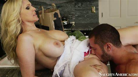 Stepmother With Skirt Takes Creamy Jaw Dropping Trash Julia Ann Gives Her Hole Eaten In Close