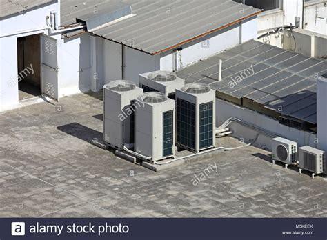 klimaanlage mit ventilator klimaanlage au 223 eneinheit mit ventilatoren auf dem dach