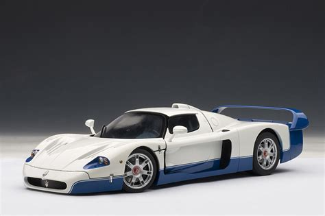AUTOart: Maserati MC12 - Pearl White (75801) in 1:18 scale ...