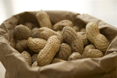 peanut nutrition facts calories and health benefits