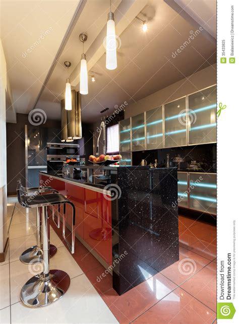 barre de cuisine comptoir de cuisine avec des chaises de barre photo libre
