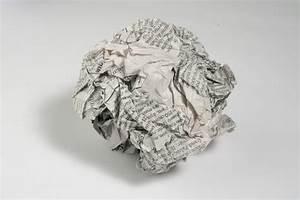 Boule En Papier : l tzelise bataille de boules de papier journal ~ Teatrodelosmanantiales.com Idées de Décoration