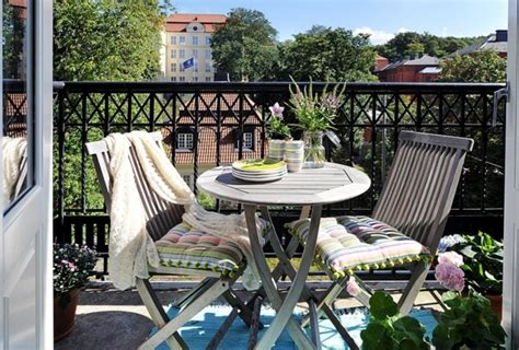 Design small balcony ? ideas with colorful furniture and yard plants   Interior Design Ideas