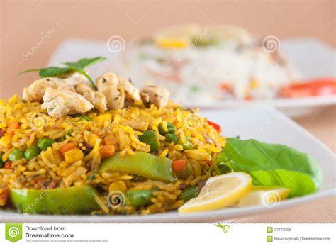 cuisine indienne traditionnelle cuisine indienne riz avec de la viande de poulet photos