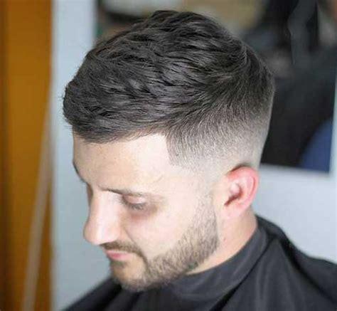Spätestens mit 20  Kurze Frisuren für Männer   Neue Frisur