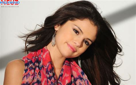 Selena Gomez Biography| Profile| Pictures| News