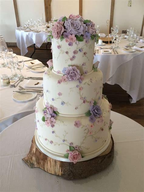 vintage style wedding cake weddingcakes great food