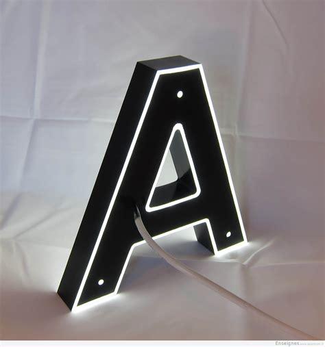 lettre autocollante pour exterieur enseigne lumineuse lettres boitier inox plexiglas