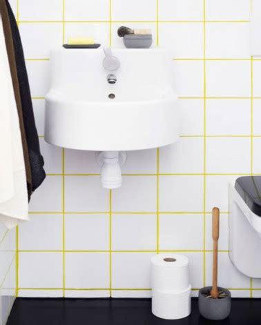 salle de bain carrelage blanc 10x10 joints jaune