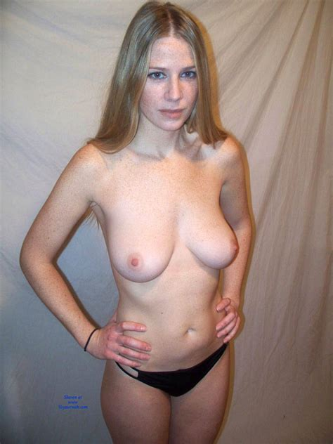 Ultra Sexy And Hot Amateur Lisa Posing Nude January