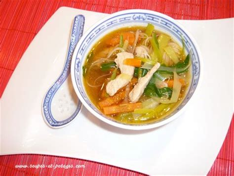 cuisiner du chou blanc potage pak choï et poulet thaï soupe asiatique soupes