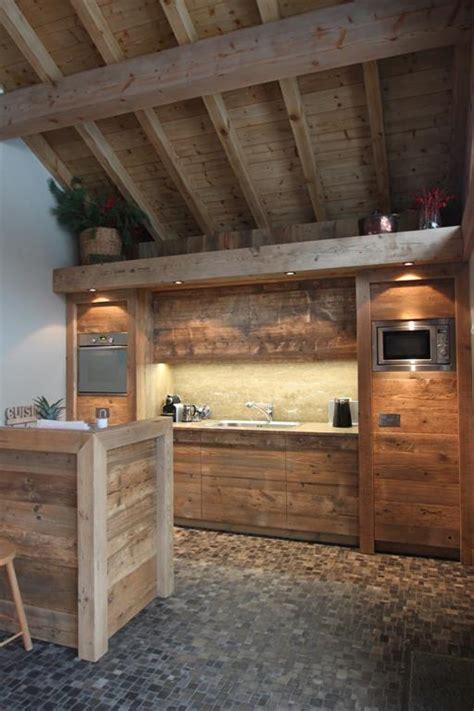 cuisine en vieux bois rénovation d 39 un chalet à méribel par agnès vermod