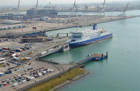 le port de dunkerque dunkerque le trafic portuaire en baisse au premier semestre mer et marine