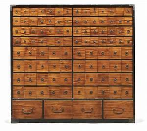 Meuble D Apothicaire : meuble d 39 apothicaire kusuri dansu ouvrant de nombreux tiroirs en bois ~ Teatrodelosmanantiales.com Idées de Décoration