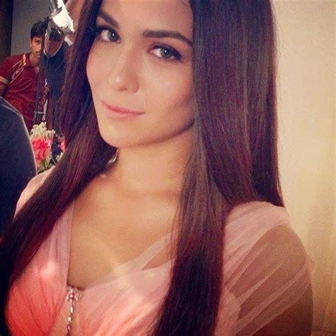selfie beautiful woman pakistani actresses most hot selfie pictures