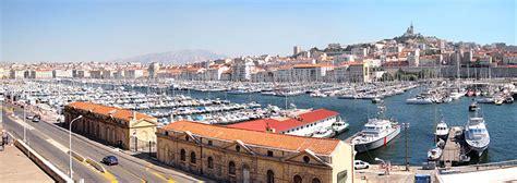 le vieux port de marseille marseille et vieux port tourisme bouches du rhone vacances entre salon de provence et