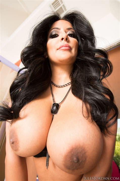 Brunette Pornstar Kiara Mia Gets Her Pussy Nailed 1 Of 2