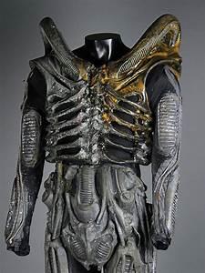 Best 25+ Alien suit ideas on Pinterest | Alien design ...