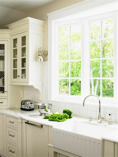 beautiful cottage kitchens 1000 ideas about white cottage kitchens on 1542