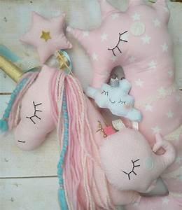 Einhorn Kissen Nähen : decorative nursery pillows unicorns einhorn kissen ~ A.2002-acura-tl-radio.info Haus und Dekorationen