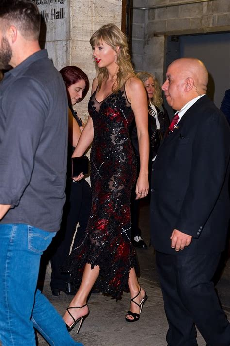 Taylor Swift and Joe Alwyn at The Favourite Premiere 2018 ...