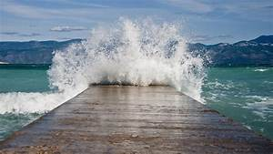 Where Do Tidal Waves Occur? | Reference.com