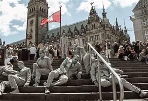 Parkhaus Innenstadt Hamburg : 1000 in anzug und lehm gekleidete gestalten entern die hamburger innenstadt zum g20 mit ~ Orissabook.com Haus und Dekorationen