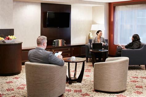 livingroom club club quarters hotel in washington dc a business traveler s hotel